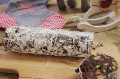 Egyszerre ehető ajándék és egyszerre egy szuper desszert az ünnepi asztalon: ez a csokiszalámi, ami cseppet sem olyan félelmetes dolog, mint amilyennek a neve alapján tűnhet. Szalámit nem tartalmaz, csokit viszont annál inkább, a külseje alapján pedig leginkább egy olasz érlelt…