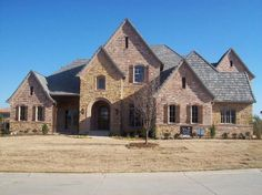 This Sean Knight Custom Home is true to the Texas style of homes. www.seanknightcustomhomes.com