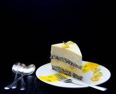 This mango and lemon entremet is exquisite, elegant and delicious! It's a real pastry masterpiece that can be made at home. Lemon Mousse Cake, Lemon Glaze Cake, Lemon Layer Cakes, Mango Mousse, Layer Cake Recipes, Best Dessert Recipes, Sweets Recipes, Fun Desserts, Chef Recipes