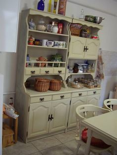 Chalk Paint Furniture, Furniture Makeover, Type 3, Theater, Corner, Facebook, Kitchen, Painting, Home Decor