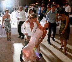 Eine besondere Hochzeitstanz-Choreografie! White Dress, Dresses, Fashion, Fashion Styles, Newlyweds, Getting Married, Vestidos, Moda, Dress