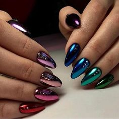 Metallic nail art designs provide the source of fashion. We all know now that metallic nails are shiny and fashionable and stylish. Silver metallic will enhance your overall appearance. These silver metallic nails are sure to be eye catching. Crome Nails, Metallic Nails, Gradient Nails, Gold Nails, Glitter Nails, Glitter Art, Glam And Glitter, Galaxy Nails, Nagellack Design