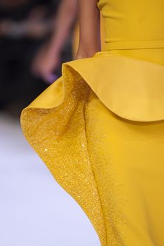 View all the detailed photos of the Stephane Rolland haute couture spring 2014 showing at Paris fashion week. Only Fashion, Love Fashion, Runway Fashion, High Fashion, Fashion Outfits, Style Fashion, Stephane Rolland, Mustard Fashion, Yellow Fashion