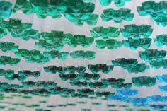 515f054cb3fc4b2ba70001cc_1500-botellas-recicladas-construyen-cubierta-param-trica-dise-ada-por-garth-britzman_f3alcewhaq37lil-large.jpg (1024×683)