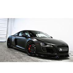 Audi | Black R8
