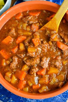 Syn Free Beef and Vegetable Casserole (Oven, Slow Cooker, Instant Pot) - Soup - Healthy recipes Slow Cook Beef Stew, Slow Cooker Beef, Pressure Cooker Recipes, Healthy Soup, Easy Healthy Recipes, Healthy Eating, Savoury Recipes, Healthy Meals, Cooking For A Crowd
