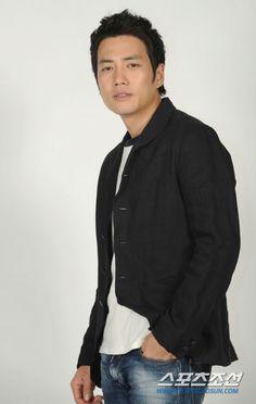 Joo Sang Wook Joo Sang Wook, Turkey Fan, Geek Magazine, Korean Name, Older Men, Korean Actors, Seoul, Kdrama, Actors & Actresses