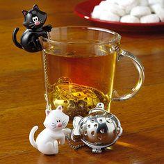 Vous aimez la fantaisie ? Alors il est peut-être temps pour vous d'abandonner votre boule à thé classique et de vous laisser séduire par des modèles un peu plus originaux ! DGS vous propose de découvrir 50 infuseurs à thé complètement ...