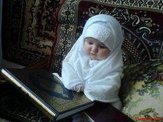 Ramadan Mubarak, so cute Cute Baby Girl Pictures, Cute Baby Boy, Cute Little Baby, Little Babies, Baby Love, Cute Kids, Chubby Babies, Funny Babies, Beautiful Children