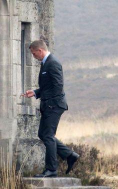 "Daniel Craig: Studly on the ""Skyfall"" Set"