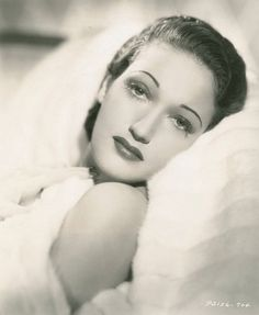 Lover of old hollywood and anything vintage. Hollywood Glamour, Hollywood Stars, Old Hollywood, Dorothy Lamour, Golden Star, Lonely Heart, Movie Stars, Cool Photos, Beautiful Women