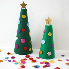Make this felt Christmas tree for your kids to decorate over and over!