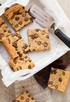 Calling all peanut butter lovers! These one bowl Chewy Peanut Butter Brownies are pretty much the perfect dessert. Crisp on the edges and chewy in the middle and guarnteed to disappear in no time.
