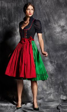 "de on Dirndl + Pop Art von ""Allesandra Tiller"". Oktoberfest Outfit, Countryside Fashion, Beer Girl, Hippy Chic, Dirndl Dress, German Women, German Fashion, Folk Costume, Costumes"