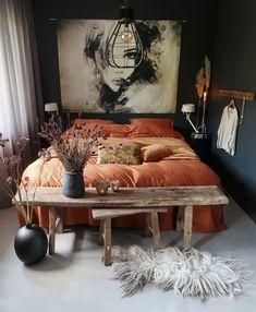 Luxe beddengoed gaat samen met heerlijk slapen duvet cover in a nice brown color. Dream Bedroom, Home Decor Bedroom, Dark Home Decor, Bohemian Bedroom Decor, Bohemian Style Bedrooms, My New Room, Luxury Bedding, Tan Bedding, Bright Bedding
