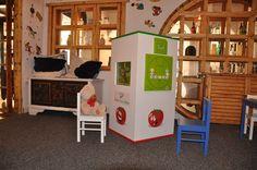 Interaktywny kącik dla dzieci. Wieża 4-ścienna z dwoma monitorami z edukacyjnymi grami
