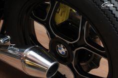 BMW K100 de 89 Réalisation très soignée par un de nos carrossier partenaire. -Préparation depuis le cadre -Peinture époxy du cadre, bras oscillant,...