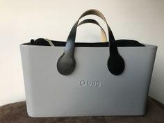 O City Grigio Chiaro licht grijs - Flanelle Binnentas Zwart - Korte Mancini handles Zwart O Bag, Clock, Tattoo, Outfit, Style, Fashion, Purses, Leather, Accessories