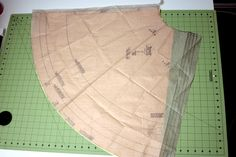 PATTERN FOR CAPES!  Easy Superhero Cape Pattern Tutorial - Make a Cape - Capes for Children | Vanilla Joy
