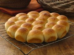The easiest and quickest! Homemade Pan Rolls