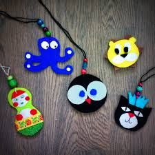 heijastimen tekeminen - Google-haku Knit Crochet, Miniatures, Christmas Ornaments, Knitting, Holiday Decor, Crafts, Home Decor, Crochet Ideas, Bead