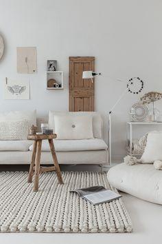 Teppe trend 2016 (Idyll og him) Decor, Room, Living Room Sofa, Interior, Diy Interior, Home Decor, Home Deco, Green Sofa Living Room, Home Styles