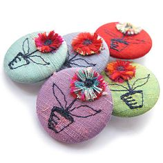 Unique Gift Ideas and Personalised Gifts Hand Sewn Crafts, Felt Crafts, Fabric Brooch, Felt Fabric, Diy Buttons, Art N Craft, Craft Accessories, Embroidered Silk, Pin Badges