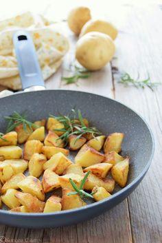 Patate arrosto in padella-il trucco per farle croccanti Italian Recipes, New Recipes, Yami Yami, Sissi, Couscous, Biscotti, Love Food, Buffet, Food And Drink