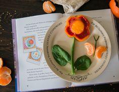 Lustiges Essen für Kinder: Rosa Spiegelei als Blume