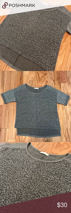 Lush Snow Leopard Metallic Hi-Lo Sweater XS This is sooo cute! It would also fit a small since it's a bit oversized. Perfect for the holidays and all winter long! Cuffed sleeve. Perfect condition! Silver Black and grey animal print Lush Sweaters Crew & Scoop Necks
