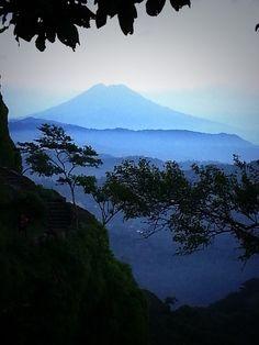 Volcan Chinchontepec o de San Vicente, con doble cono volcanico, desde Puerta de Diablo | foto de POLITURES | suchitoto.tours@gmail.com