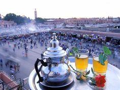 1 van de koninklijke steden van Marokko. Volledig ommuurd en vol prachtige paleizen en kleurrijke tuinen. Marrakech bezoek je niet enkel, maar beleef je gewoon.