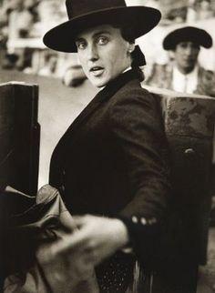 Jean Dieuzaide (1921-2003), Conchita Cintron, Bayonne 1947 http://apartmentsevilleflornaranja.blogspot.com.es/