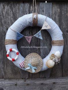 Dittis Dolgok: Tengerpartot idéző nyári koszorú Sea Crafts, Rope Crafts, Seashell Crafts, Wreath Crafts, Diy Home Crafts, Deco Theme Marin, Painted Driftwood, Shell Wreath, Nautical Wreath