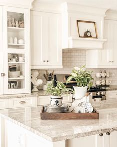 Affordable Kitchen Dining Room Design Ideas For Eating With Family 36 Farmhouse Kitchen Cabinets, Modern Farmhouse Kitchens, Kitchen Redo, Home Decor Kitchen, Kitchen Countertops, Kitchen Flooring, New Kitchen, Home Kitchens, Kitchen Dining