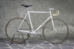 All about cycling, beautiful bicycles and photography! Fixed Bike, Fixed Gear, Cool Bicycles, Cool Bikes, Bike Craft, Retro Bicycle, Track Bicycle, Commuter Bike, Bicycle Components
