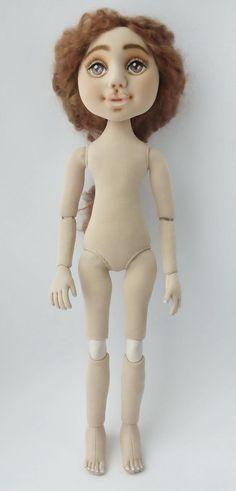 Ну вот мало мне времени, хоть пару дополнительных рук отращивай! Ни как не могла провести фотосессию Паулины, вот только сейчас выкладываю её фото. Рост куколки такой же как и у Софии, 37 сантиметров.