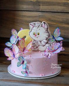 Котейка. Торт оформлен бзк. Котейка и циферка прячничные. Бабочки из вафельной бумаги. #тортыбратск #тортназаказ #братскторты #тортывбратске #тортназаказвбратске #сладкийгусь