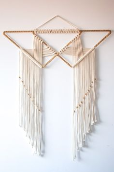 Fernweh - Makrame Simple Home Decor Macrame Design, Macrame Art, Macrame Projects, Macrame Knots, Art Macramé, Yarn Wall Art, Diy And Crafts, Arts And Crafts, Macrame Tutorial
