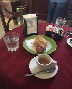 #coffee #loveit #hausbrandtcaffe #amicitop  #Al mattino ci sono alcune cose che hanno la capacità di infondere buonumore: una di queste è' l'aroma avvolgente del primo caffè... #buongiornocosì  by dany.mure_