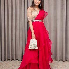 Saree Designs Party Wear, New Saree Designs, Wedding Lehenga Designs, Party Wear Indian Dresses, Party Wear Lehenga, Indian Gowns Dresses, Indian Outfits, Fancy Dress Design, Fancy Blouse Designs