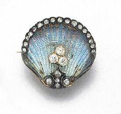 Jewelry Diamond : An Edwardian rose-cut diamond and enamel shell brooch
