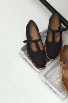 Tendance Chaussures  Margaret Howell Shoes // T bar flats  Tendance & idée Chaussures Femme 2016/2017 Description Margaret Howell Shoes // T bar flats