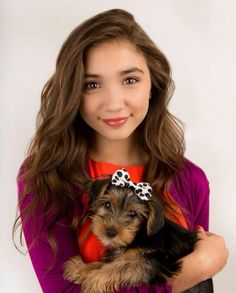 This is my fav pic of row an. I love her so much I did a bio on her for my assignment at school and found out she has a dog with the same name as me. Is this that dog rowan l. Rowan Blanchard, Riley Matthews, Girl Meets World, Disney Stars, Sabrina Carpenter, Disney Girls, Queen, Pretty Pictures, American Actress