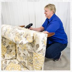 Find out our 8 must-have tools for starting upholstery work!