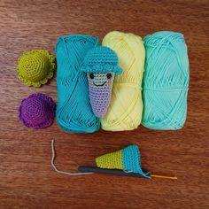 kreativbuero_ Zur Not legt Frau sich eine Wärmflasche an die Füsse beim Eisessen  #handemadetoys #crocheter#crochetaddict#igcrochet#instacrochet#makersgonnamake#supporthandmade#ilovecrochet#madebyme#diy#diyaddict#handmade#dollmaking#crochetersofinstagram#amigurumi#crochet#häkeln#instadaily #amigurumitoy#haekeln#handemadetoys#kidsroom#yarnaddict#yarnaholic#babygift#Eis#ice#icecream#lowcarb#eatclean#foodporn