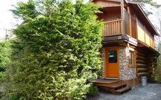 This 2 story cabin is great for a gathering of friends or family. It has 2 bedrooms, one with a queen bed and one with a king bed, plus a sitting room with a queen hide-a-bed and a second hide-a-bed in the living room. King Beds, Queen Beds, Tofino Bc, Hidden Bed, Us Beaches, Beach Resorts, Wild West, West Coast, To Go