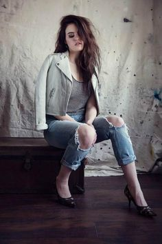 Kiiara poses for a promotional photoshoot in 2016...