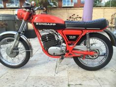 undefined 50cc Moped, Moped Scooter, Vespa, Motorcycle Store, Motorcycle Manufacturers, Scrambler, Bobber, Cars And Motorcycles, Motorbikes