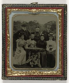 Anonymous | Groepsportret van vijf vrouwen en twee mannen rondom een tafel in de open  lucht, Anonymous, 1860 - 1900 | Groepsportret van vijf vrouwen en twee mannen rondom een tafel in de open  lucht. In een papieren passepartout, preserver en een lijst.